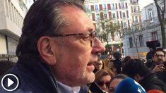 Josep Lluís Cleries, portavoz del PDeCAT en el Senado, a las puertas del tribunal Supremo. (Foto y Vídeo: E. Falcón)