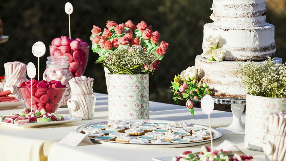 C mo hacer mesas dulces para bodas bonitas y llamativas - Ideas para decorar mesas de chuches ...