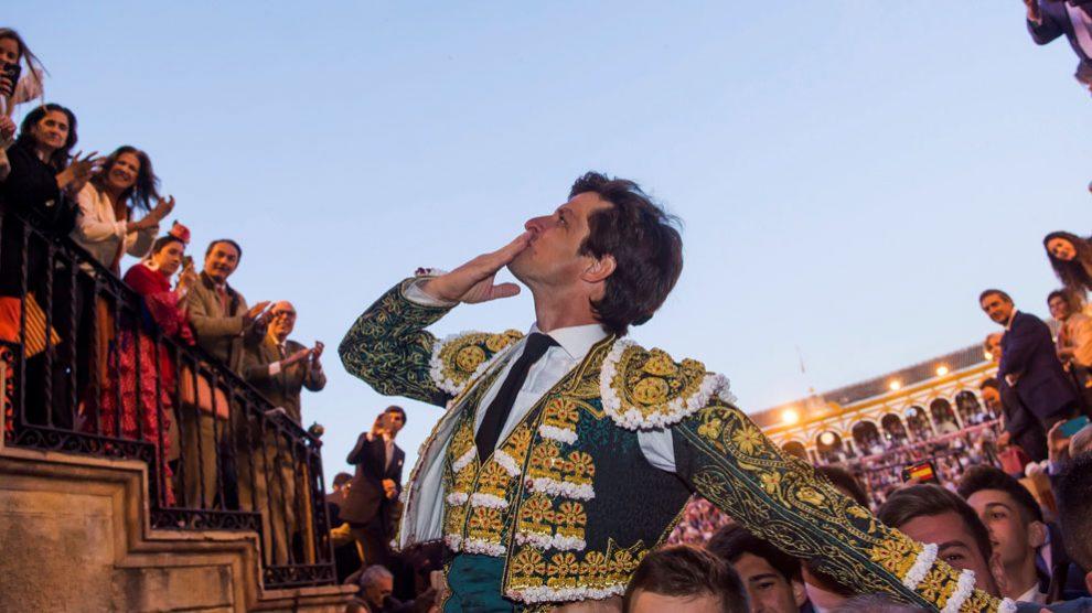 El Juli saliendo a hombros tras una corrida (Foto: EFE)