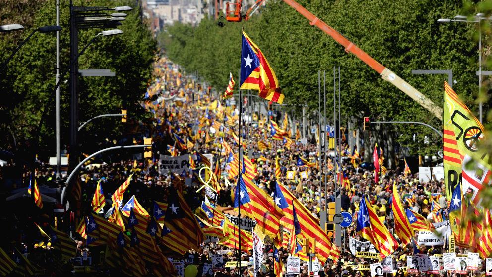 Manifestación del pasado domingo en Barcelona en apoyo a los políticos encarcelados (Foto: Efe)
