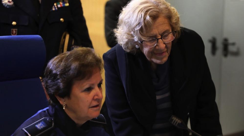Manuela Carmena visitando a la Policía Municipal en imagen de archivo. (Foto. Madrid)
