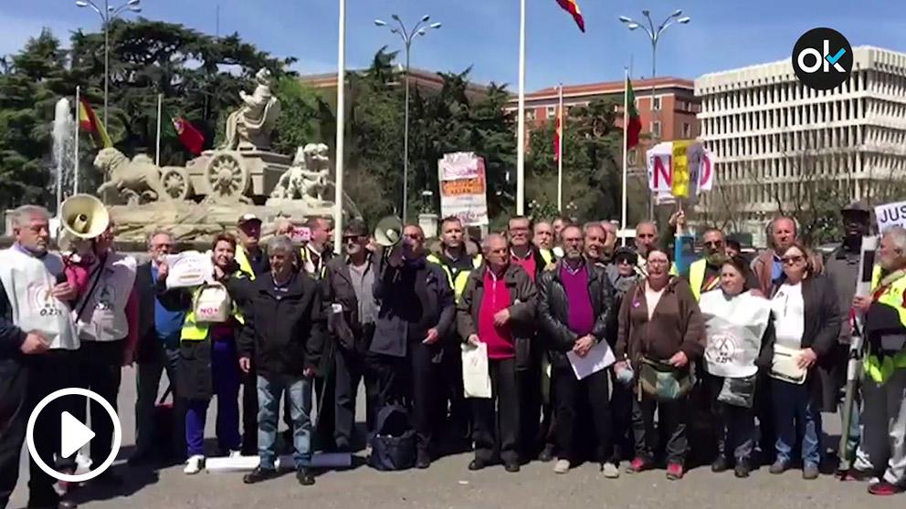 Varios miles depensionistasse han manifestado por el centro de Madrid para pedir pensiones dignas.