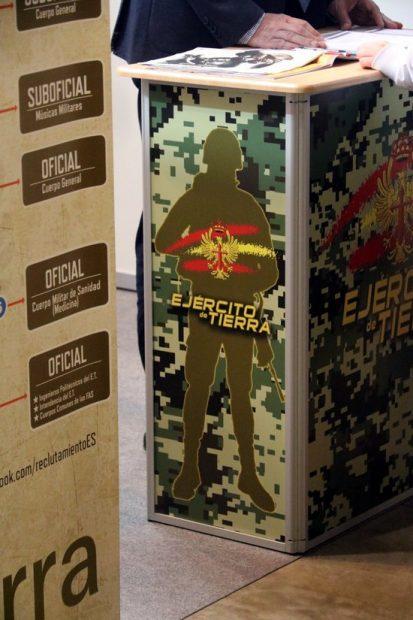 La alcaldesa de Gerona multará al Ejército por mostrar el dibujo de un soldado en la ExpoJove
