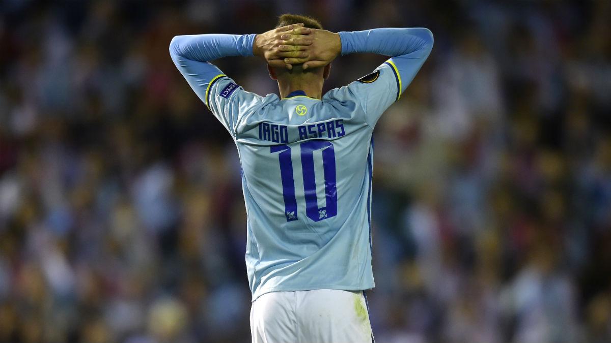 Iago Aspas se lamenta en el duelo contra el Barcelona. (AFP)