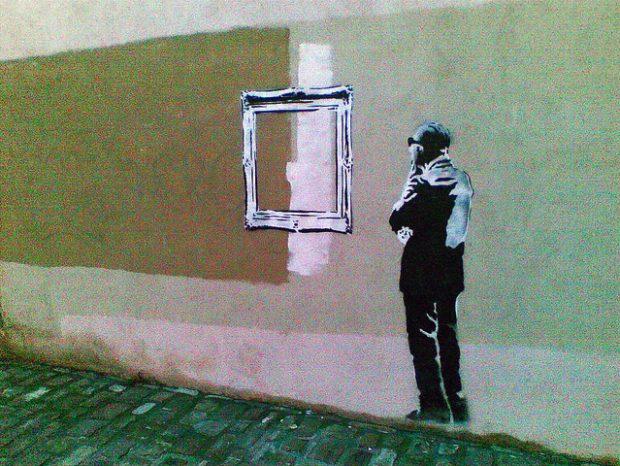 El graffiti que apareció en San Sebastián, mientras en el FEstival de Cine de la ciudad se proyectaba el documental 'Through the Gift Shop' sobre el graffitero Banksy.