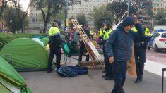 Desalojan la Plaza Cataluña de Barcelona de campamentos independentistas y de gente 'sin techo'. Foto: Twitter