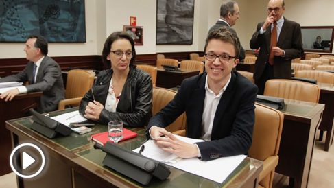 Iñigo Errejón y Carolina Bescansa en el Congreso de los diputados. Foto: Francisco Toledo