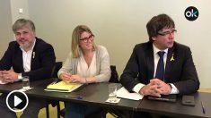 El ex presidente del Govern, Carles Puigdemont, en una reunión con los diputados de JxCAT en Berlín