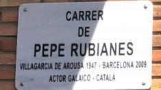 Placa de la calle de Pepe Rubianes en la que sale mal escrito su lugar de nacimiento