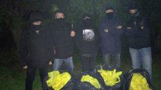 Los 30 kilos de lazos amarillos que han retirado 'Els Segadors del Maresme' | Noticias de última hora Cataluña