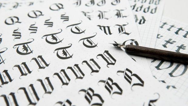 Cómo hacer letras góticas de diferentes formas