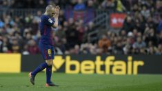 Iniesta durante un partido con el Barcelona. (AFP)