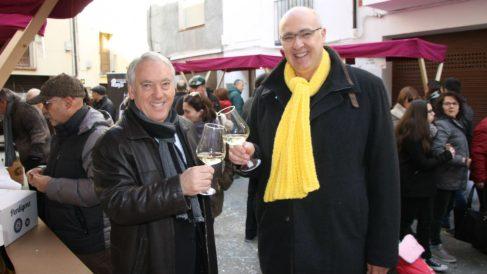 Jordi Jardí, a la derecha, con la bufanda amarilla en apoyo de los presos golpistas. Foto: Ayuntamiento de Tivisa