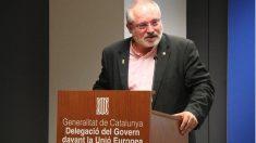 Lluís Puig, ex conseller fugado en Bruselas, dando un discurso en la delegación de Cataluña en Bruselas.