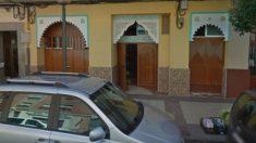 La puerta de una de las mezquitas donde el imán expulsado ejercía como líder espiritual.
