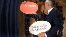 Patricia y Carlos se besan en el photomaton