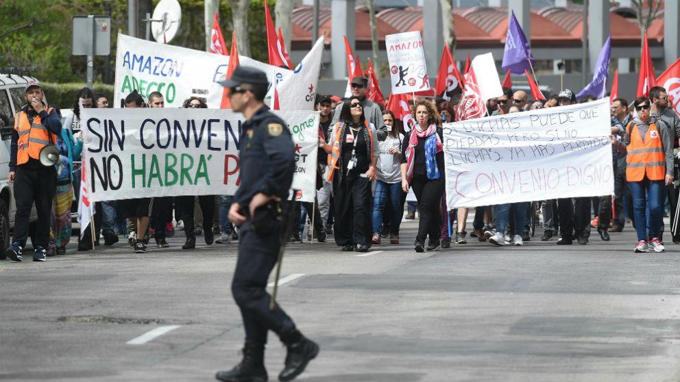 Los trabajadores de Amazon durante la manifestación en abril en el centro de Madrid (Foto: Efe/Fernando Villar)