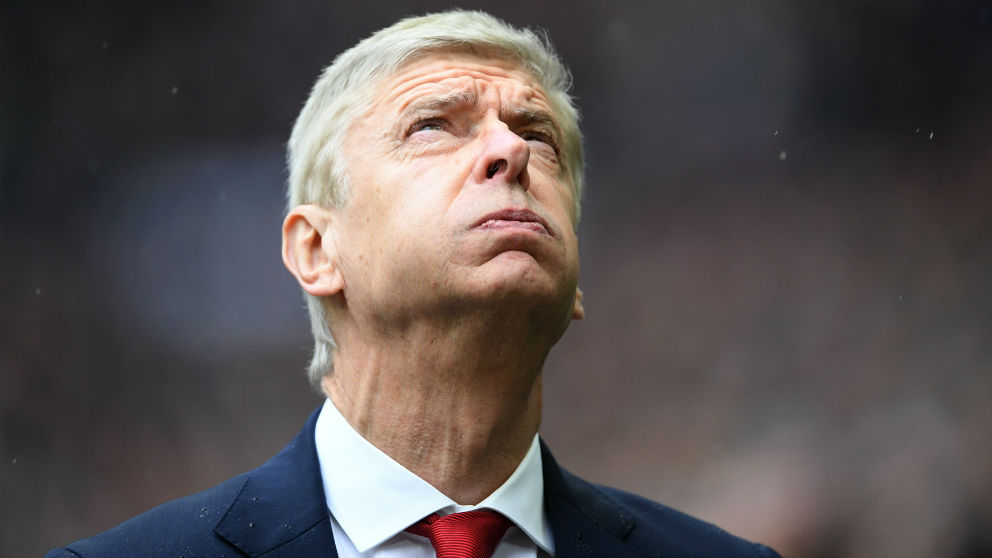 Arsène Wenger resopla en un partido con el Arsenal. (Getty)