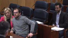Daniel Viondi (PSOE) a la izquierda y Alberto Oliver (Podemos) a la derecha. (Foto. Asamblea)
