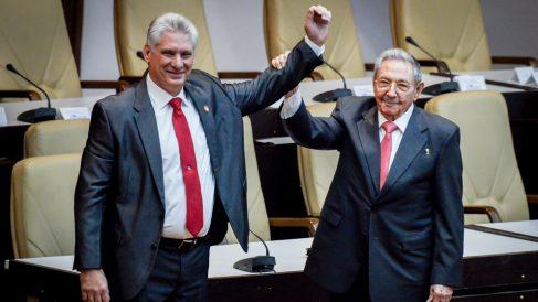 Miguel Díaz-Canel y Raúl Castro en Cuba. (Foto: AFP)