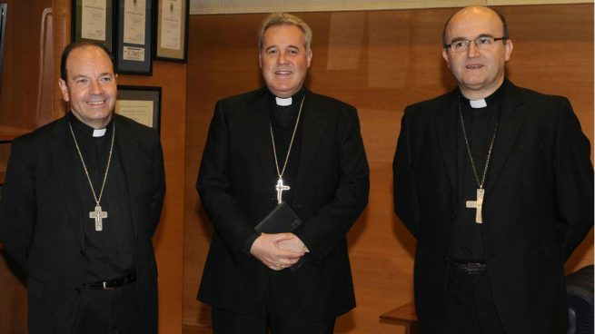 Juan Carlos Elizalde, obispo de Vitoria; Mario Iceta, obispo de Vizcaya; José Ignacio Munilla, obispo de Guippúzcoa.
