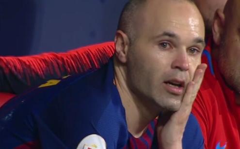 Iniesta se despide a lo grande: golazo, ovación y lágrimas