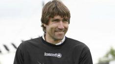 Julio Salinas, durante su etapa de entrenador. (UEFA.com)