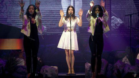 Lana del Rey en su concierto en Madrid. (Foto: EFE)