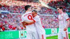 Lewandowski y Rafinha celebran uno de los goles del Bayern de Múnich.
