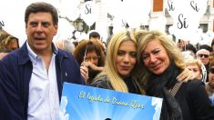 Los padres y la hermana de Diana Quer en la manifestación de este sábado en la Puerta del Sol (Foto: Efe).