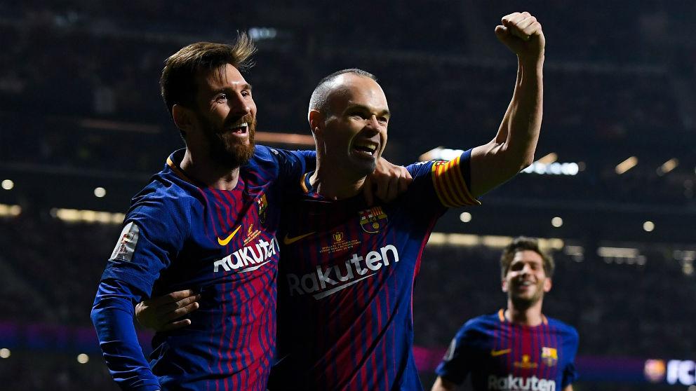 Leo Messi y Andrés Iniesta celebran un gol en el Barcelona – Sevilla de la final de la Copa del Rey 2018. (Getty)