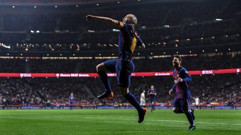 Iniesta celebra su gol ante el Sevilla (Getty).
