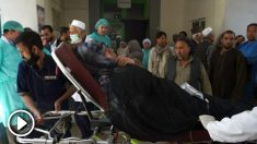 Un herido es atendido por los servicios sanitarios (Foto: AFP).