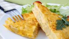 Receta de tortilla de patatas sin huevo.
