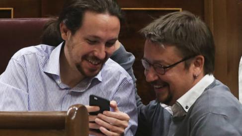 Xavier Domenech con Pablo Iglesias. (Foto: EFE)