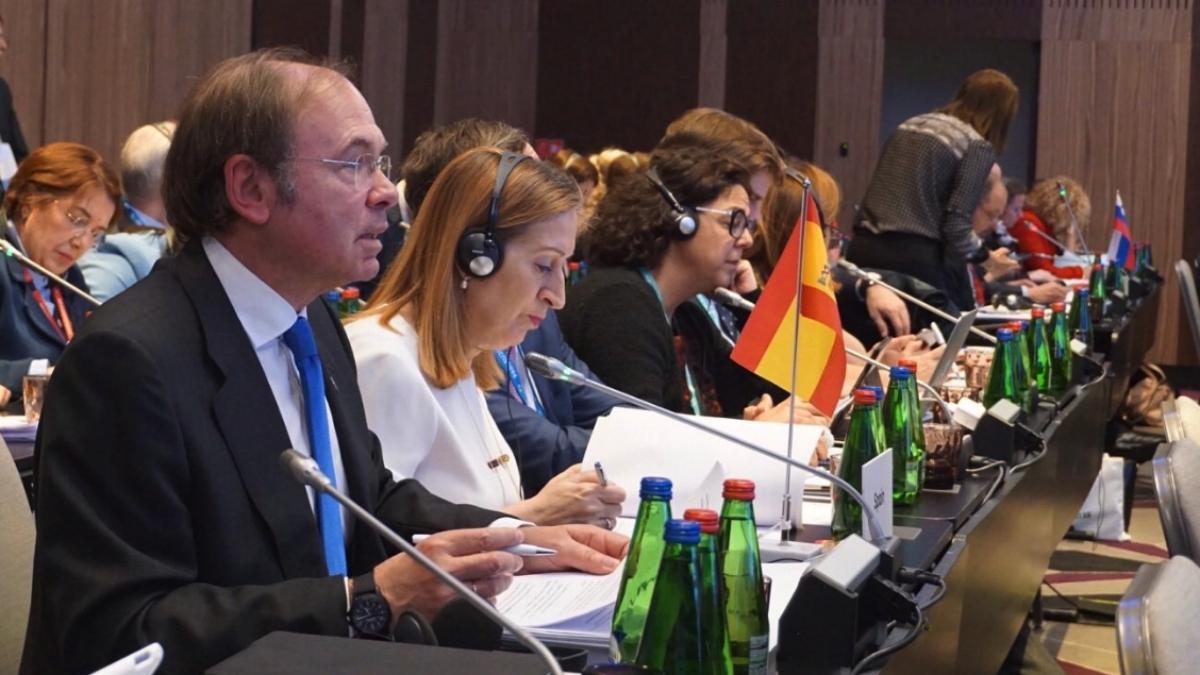 Ana Pastor y Pío García Escudero en la Conferencia de presidentes de Parlamentos de la UE (RRSS).