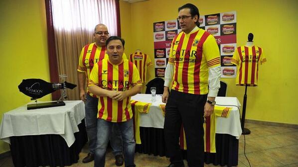 Expulsados de una feria de Barcelona por parodiar la camiseta del Barça: 'Catar jamón de Teruel'