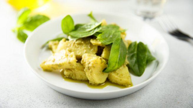 Ensalada de patatas y espinacas al curry, receta de verano fácil