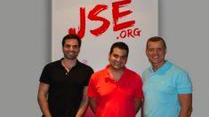 Nino Torre, en el centro, de Juventudes Socialistas, junto al director de Vonselma.   Máster Cristina Cifuentes