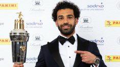 Mohamed Salah recibe el premio a mejor jugador del año de la Premier. (PFA)
