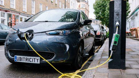 Una nueva tecnología en la que Siemens está implicada podría convertir las farolas de tu ciudad en puntos de recarga para el coche eléctrico.