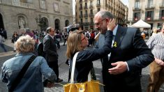 Elsa Artadi y Eduard Pujol en Sant Jordi. (Foto: EFE)
