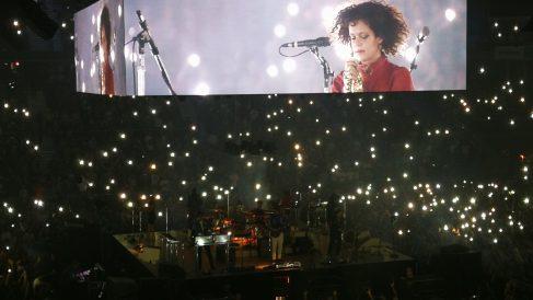Regine Chassagne, líder de Arcade Fire, durante el concierto de los canadienses en el WiZink Center de Madrid. Foto: Iñigo Artola