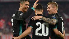 Los jugadores del Real Madrid celebran el gol de Asensio. (AFP)