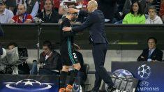 Carvajal tras ser sustituido ante el Bayern. (AFP)