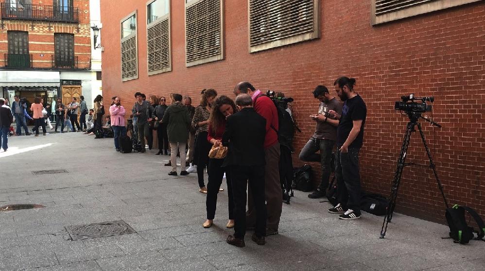 Cifuentes se refugia en la sede de sol cerrada a los for Puerta del sol hoy