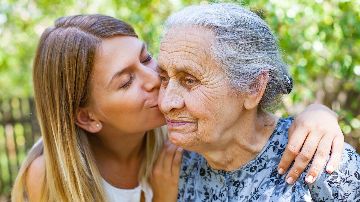La ayuda a domicilio para mayores: una oportunidad de futuro