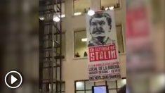La pancarta de Stalin tiene casi dos pisos de altura