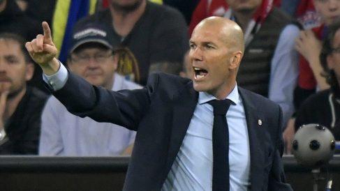 Zinedine Zidane, dando órdenes durante el Bayern – Real Madrid (AFP). | Barcelona – Real Madrid | Clásico