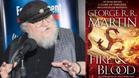 George R.R. Martin y la portada de su libro 'Fire and blood'. (Foto: AFP)